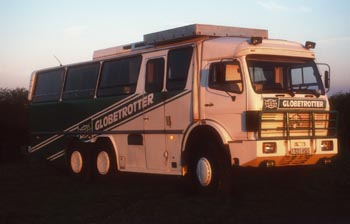 GEO-TOURS-Expeditionslogistik: Spezial-Mercedes-Benz-Exkursionsbus, 6x6-Antrieb